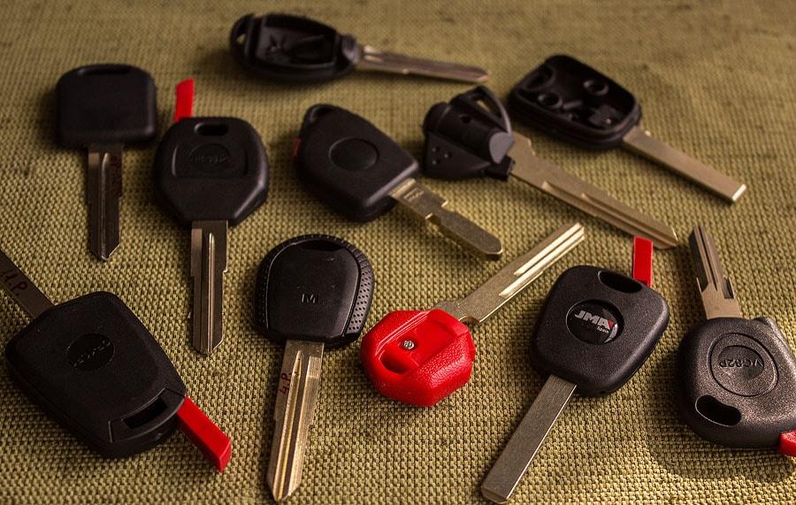 Автомобильные ключи с контейнером под чип